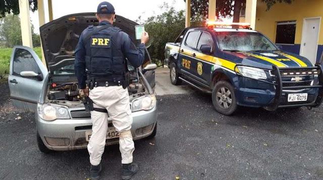 Motorista com veículo roubado e documentação falsa é preso pela PRF em Ibotirama