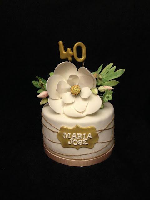 tarta cumpleaños; cuarenta; flor; magnolia; vintage; fondant; amigos;
