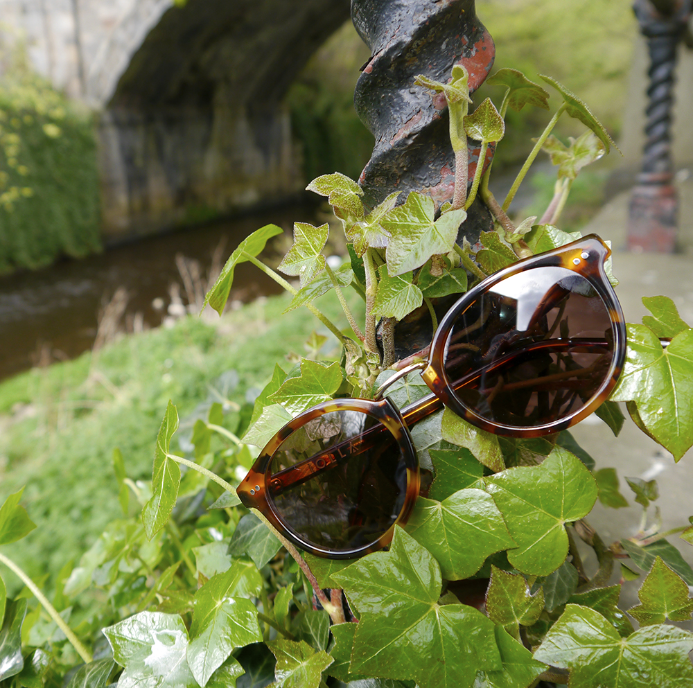 Scottish blogger, Edinburgh, Scottish street style, fun street style, colourful street style, colourful blogger, sunlglasses style, #seewithiolla, iolla, Scottish summer, Murray sunglasses, tortoise shell sunglasses