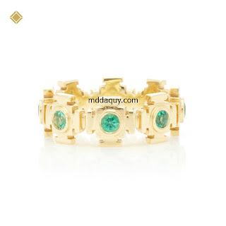 Nhẫn vàng đính ngọc lục bảo thiết kế kiểu cổng thiên đường