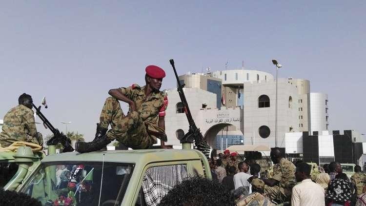 """صحيفة سودانية تنشر قائمة بأسماء قيادات في حزب البشير """"رحُلوا"""" إلى السجن"""
