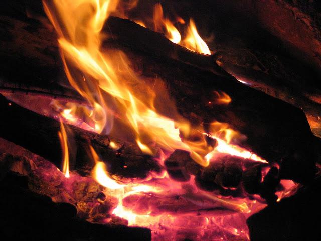 Flammen im Kamin