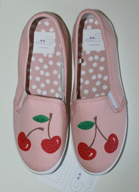 zapatillas pintadas cerezas