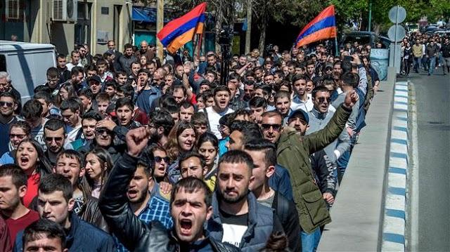 Armenians rally against former president Serzh Sargsyan in Yerevan, scuffles erupt