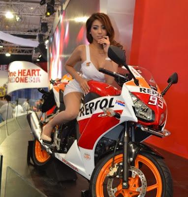 Bursa Cerita Sex: Sales Motor Cantik