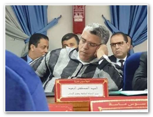 الرميد يظهر 'نائماً' في اجتماع حكومي بأكادير !