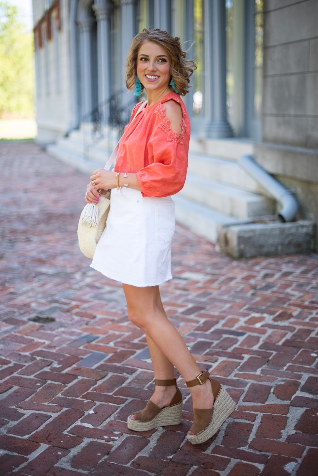 How to style a white denim skirt - Click through to see more on Something Delightful.