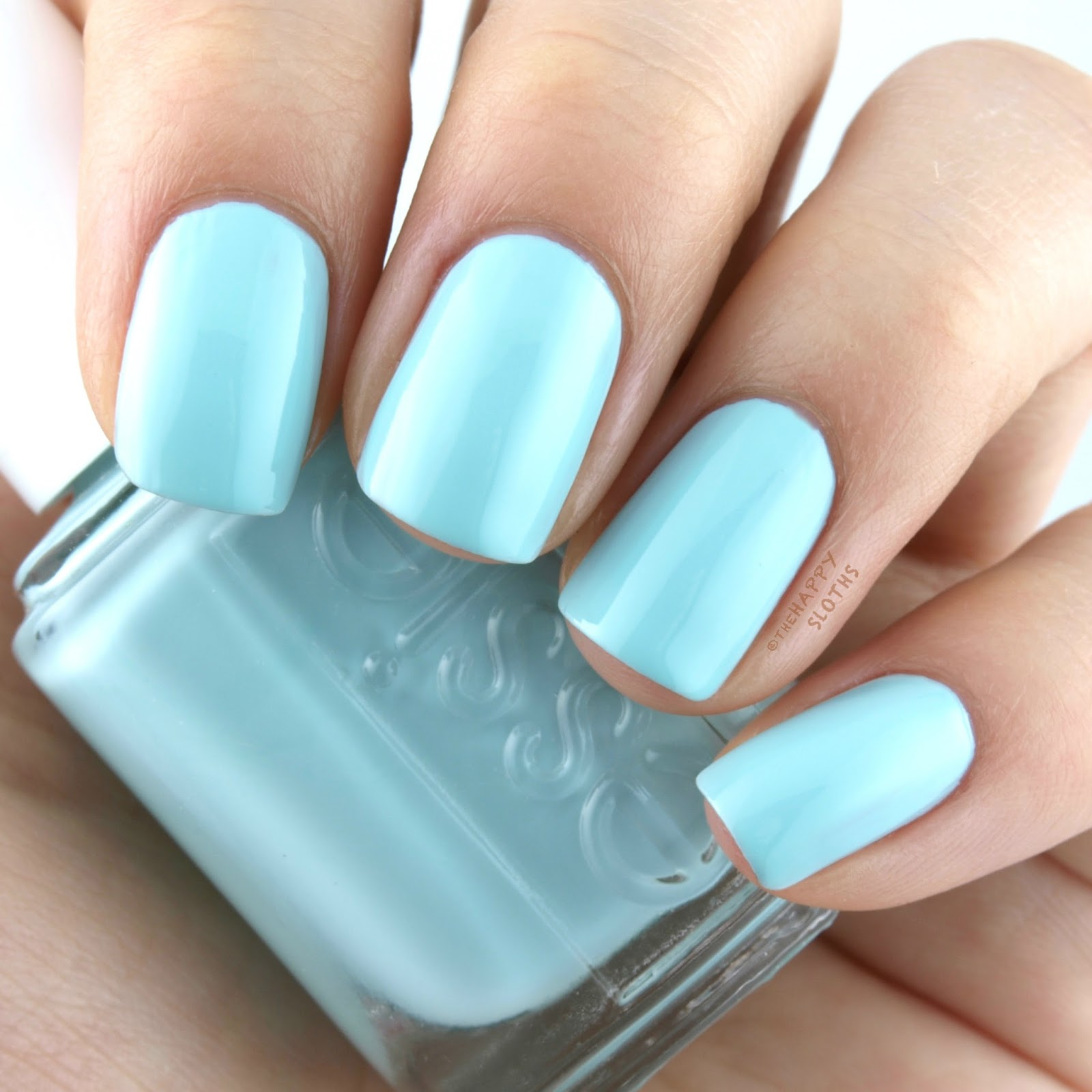 Essie Resort 2017 Strike A Post-itano: Swatches and Review