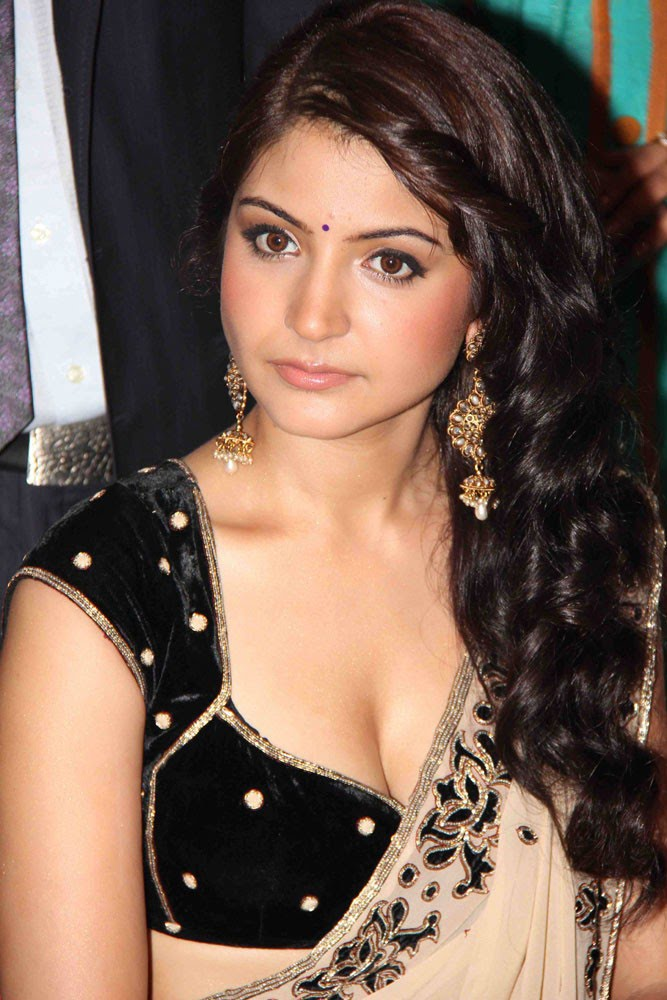Anushka Sharma Saree: Model Anushka Sharma Wallpapers