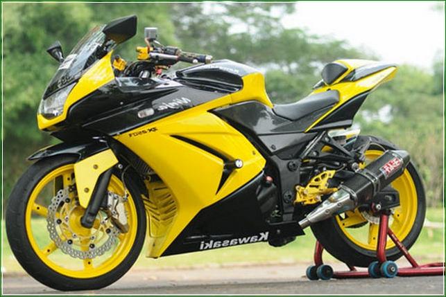 Gaya Simpel Minimalis Gabungan Warna hitam dan Kuning - Contoh Gambar Dan Foto Konsep Desain Modifikasi Kawasaki Ninja 4 Tak 250cc Sporti Ala Moge Keren Banget