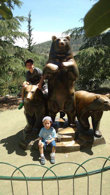 פסלי דוב