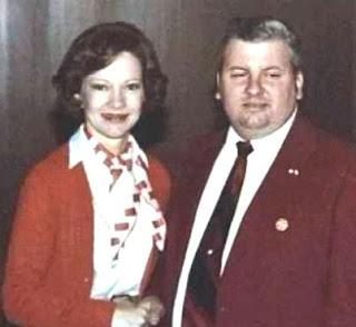 Photo de John Wayne Gacy et Rosalynn Carter, épouse du 39ème Président des Etats-Unis, Jimmy Carter