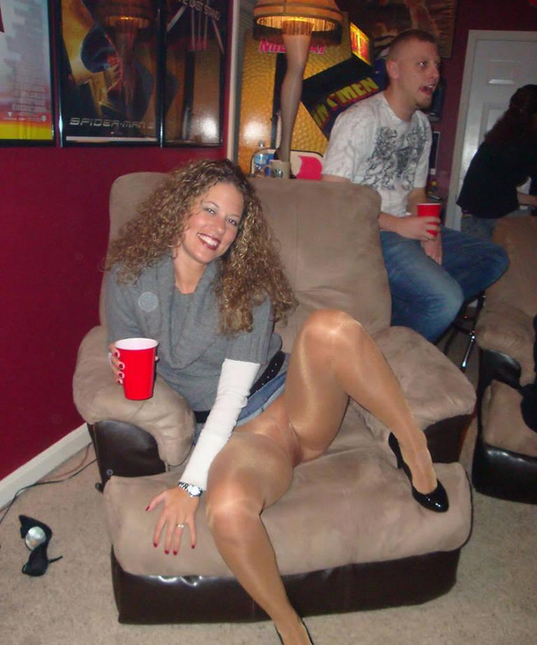 blonde-drunk-women-spread-legs-wive