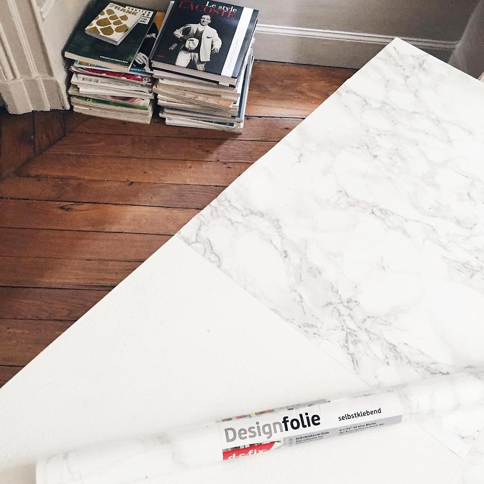 Diy une table marble en marbre alicia mechani blog mode et lifestyle sur paris - Rouleau adhesif effet marbre ...