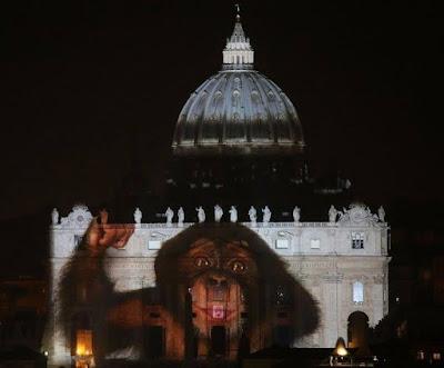 Resultado de imagen para juego de luces  en la basilica de san pedro roma