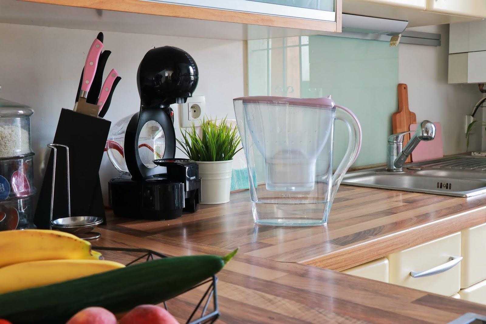 cuisine brita maison décoration déco intérieure carafe filtrante les gommettes de melo propriétaire