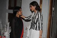 Sonam Kapoor Soha Ali Khan Konkona Sharma at Raw Mango store launch March 2017 013.JPG