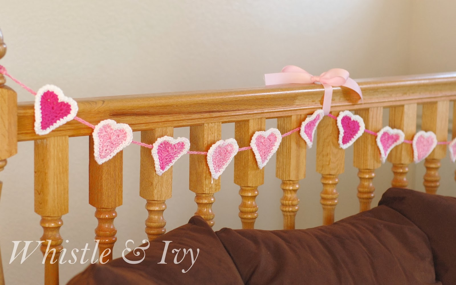 free crochet pattern tutorial make a heart with a border crochet garland bubble