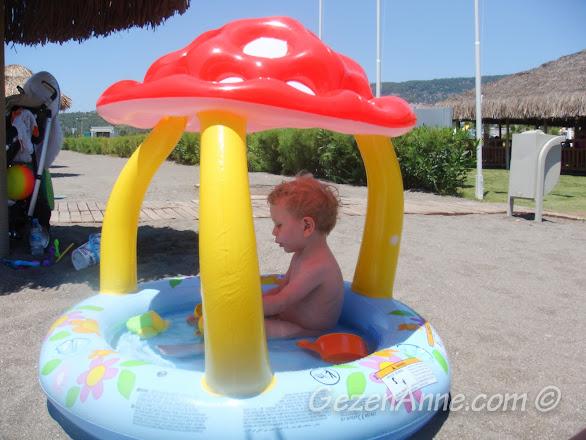 şişme havuz bebekler için hem daha hijyenik, hem de denizin dalgalı günlerinde kurtarıcı, Hilton Dalaman Sarıgerme
