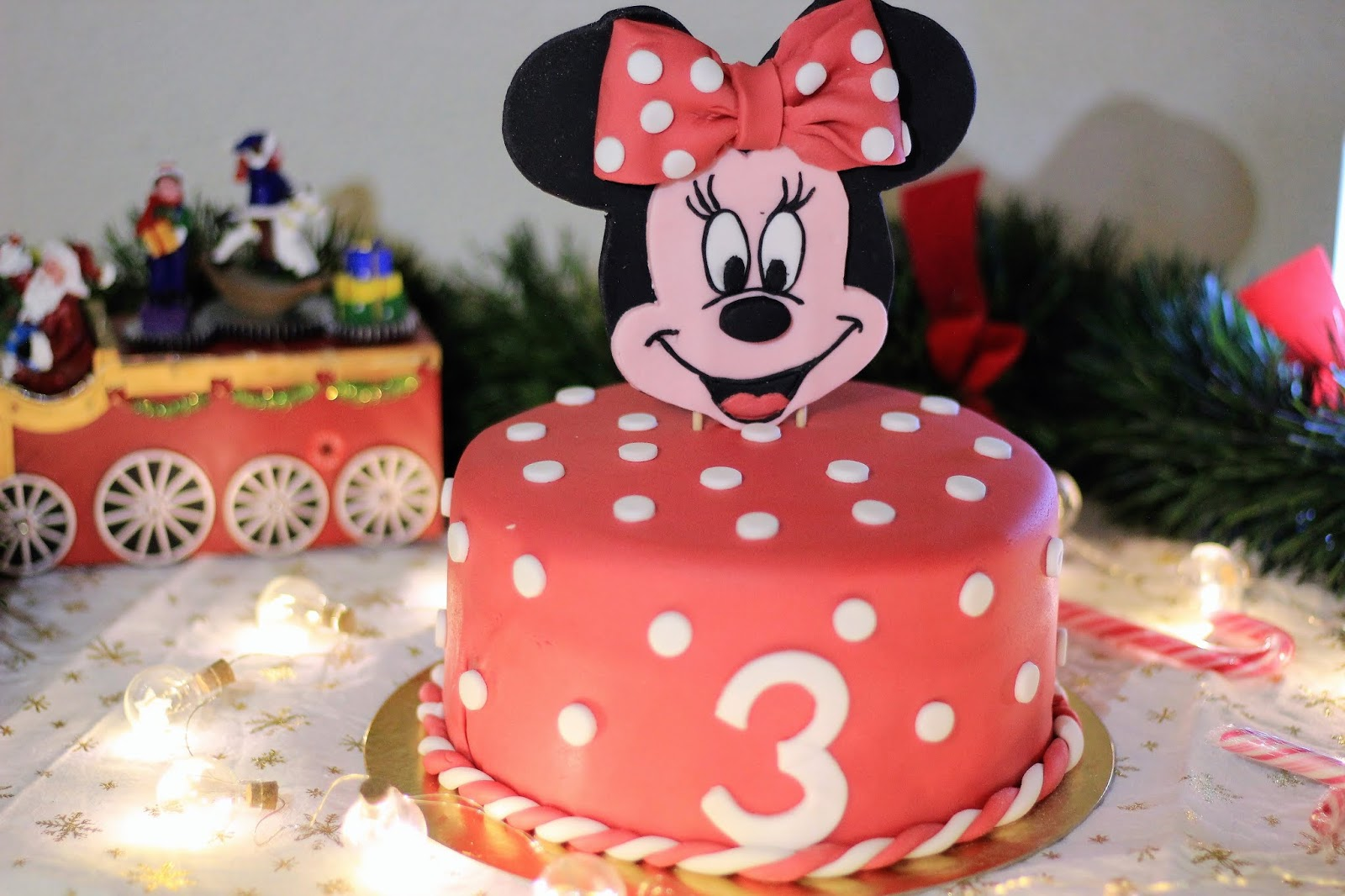 Gâteau Danniversaire Minnie Molly Cake Et Ganache Au Chocolat Jivara