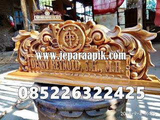 papan nama kayu