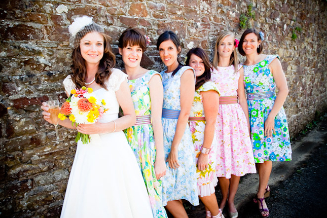 My Wedding Dress: Each Bridesmaid Wear A Different Color