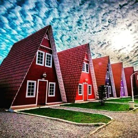 persamaan masbro village homestay dengan australia