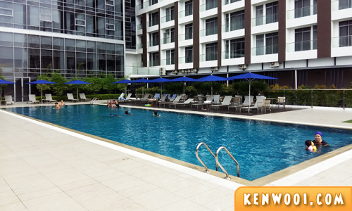 novotel hotel swimming pool