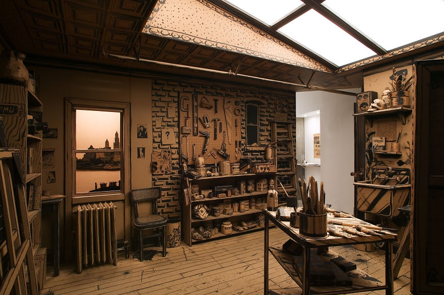 01-Tom-Burckhardt-Full-Scale-Artist-s-Studio-made-out-Of-Cardboard-www-designstack-co