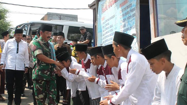 Panglima TNI dan Kapolri Silaturahmi Kebangsaan di Ponpes Al Ihya Ulumaddin Kesugihan
