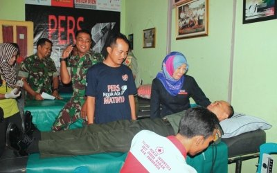 Peringati HPN, Wartawan Ponorogo Donor Darah Hingga Bagi Sembako