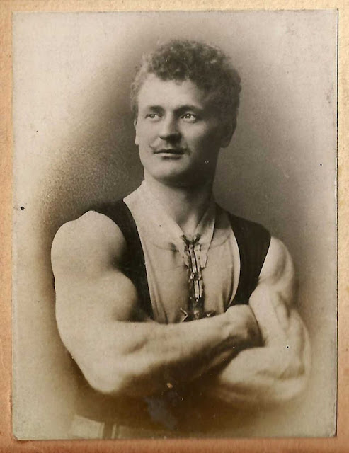 Eugen Sandow showing his guns.