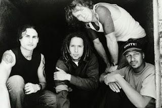 Biografi Rage Against the Machine  Rage Against the Machine adalah sebuah band rock Amerika dari Los Angeles, California, yang dibentuk pada tahun 1991. lineup band ini, tidak berubah sejak pembentukannya, terdiri dari vokalis Zack de la Rocha, gitaris Tom Morello, bassist Tim Commerford, dan drummer Brad Wilk. Rage Against the Machine terkenal karena campuran inovatif dari rock alternatif, punk rock, rap, logam berat dan funk serta politik dan lirik revolusioner. Rage Against the Machine mendapat inspirasi dari instrumentasi logam awal berat, serta rap tindakan seperti Public Enemy, Perkotaan Dance Squad, dan Afrika Bambaataa. grup musik dibedakan terutama oleh energi mereka kuat panggung, gaya berima de la Rocha dan teknik gitar ortodoks Morello.                                          Pada tahun 1992, band ini merilis album debut self-titled, yang menjadi sukses komersial dan kritis, yang mengarah ke slot di 1993 festival Lollapalooza. Pada tahun 2003, album ini menduduki peringkat  nomor 368 dalam daftar Rolling Stone majalah dari 500 album terbesar sepanjang masa. Band ini tidak  merilis catatan tindak lanjut sampai tahun 1996, dengan jahat Empire. Album ketiga band ini, The Battle  of Los Angeles, diikuti pada tahun 1999, dan pada tahun 2003, album ini menduduki peringkat nomor 426  dalam daftar yang sama. Selama awal sembilan tahun berjalan