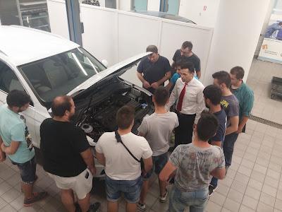 H Kosmocar εκπαιδεύει  νέους μηχανικούς αυτοκινήτων