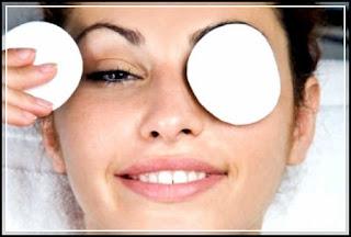 gambar cara menghilangkan kantung mata secara alami