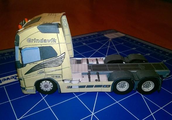 contoh miniatur truk dari kardus bekas