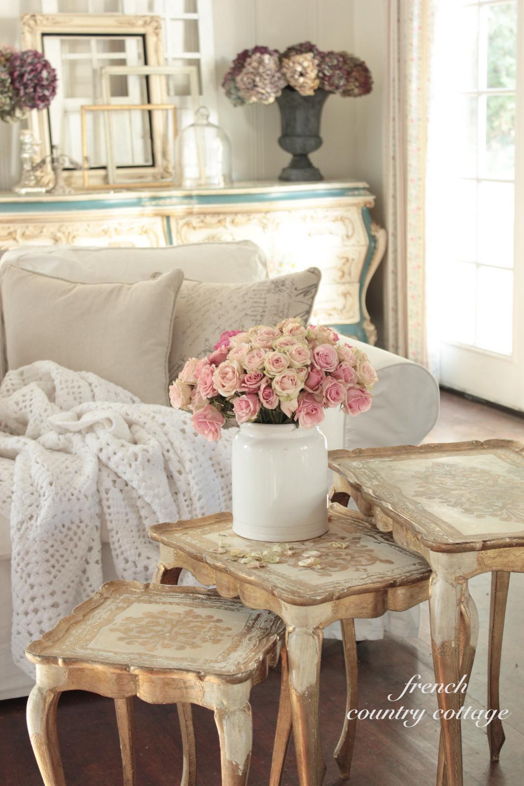 Romantic Living Room Decorating Ideas: Romantic Vintage Florentine Tables