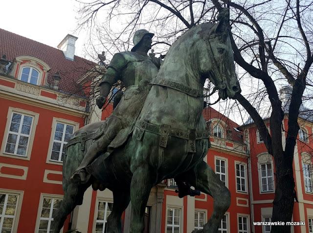 Warszawa Warsaw pomniki ASP Traugutta na koniu