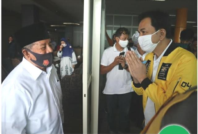 Abdul Gani Kasuba Sambut Kedatangan Aziz Syamsuddin dan Alien Mus di Bandara Babullah Ternate