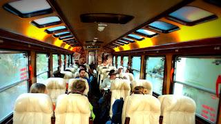 Trem de Ollantaytambo para Aguas Calientes, no Peru