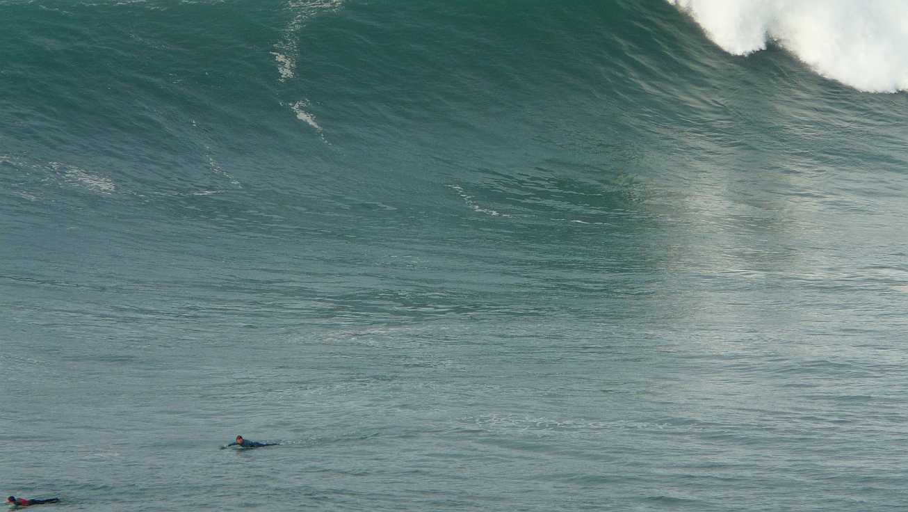 surf menakoz diciembre 2015 olas grandes 16
