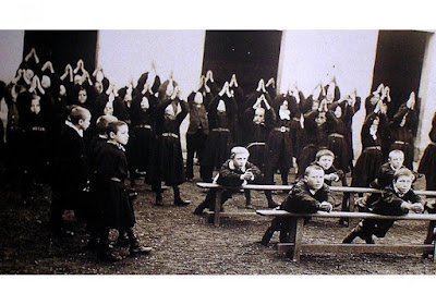 Leçon de natation « virtuelle » avant le grand bain, vers 1900 (lejsl.com)