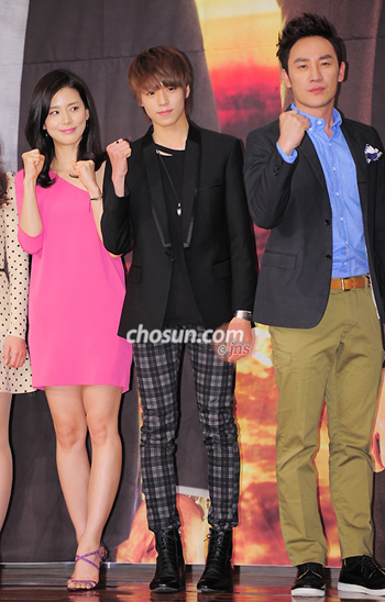 Lee Bo-young, Si Wan and Uhm Tae-woong