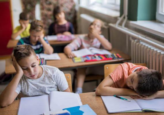 Οι μαθητές που ξεκινάνε πιο αργά το σχολείο το πρωί έχουν καλύτερες επιδόσεις