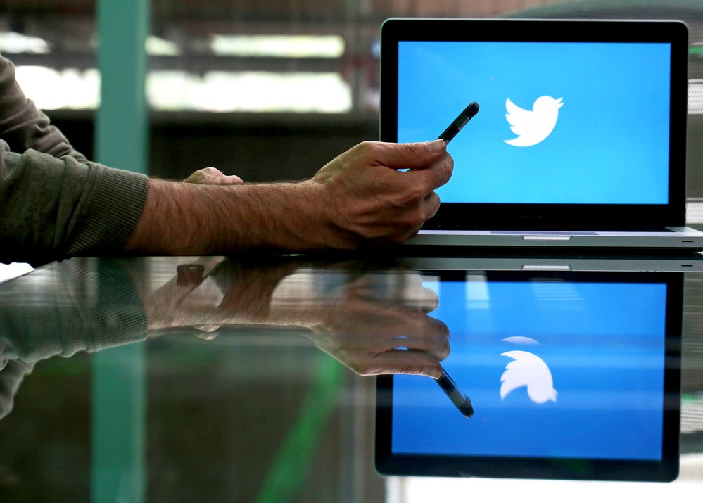 Twitter Users Can Still Access Their Years Old Deleted DMs / Digital