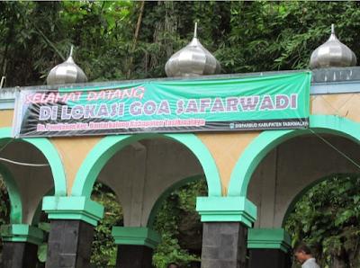 Gerbang masuk Goa Safarwadi, Pamijahan
