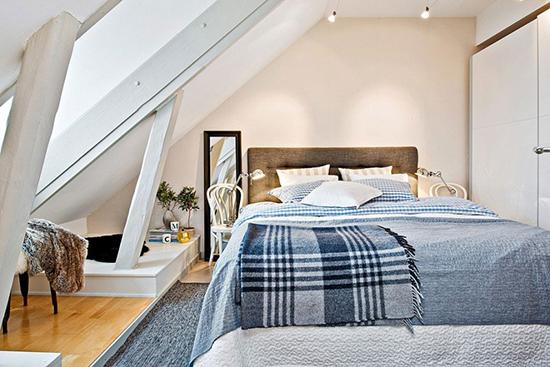 Inspirasi desain kamar tidur di bawah atap bangunan