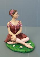 statuette realistiche milano ballariina danzatrice vestito rosso ragazza orme magiche