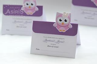 Plicuri de bani pentru botez de fetita, realizate din plicuri DL indoite si decorate cu carton mov si bufnite roz decupate si puse in relief
