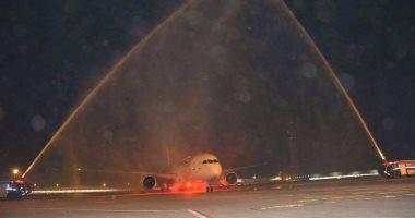 وصول أول رحلة فرنسية للمبني 2 وتستقبلها مدافع المياه بمطار القاهرة الدولي